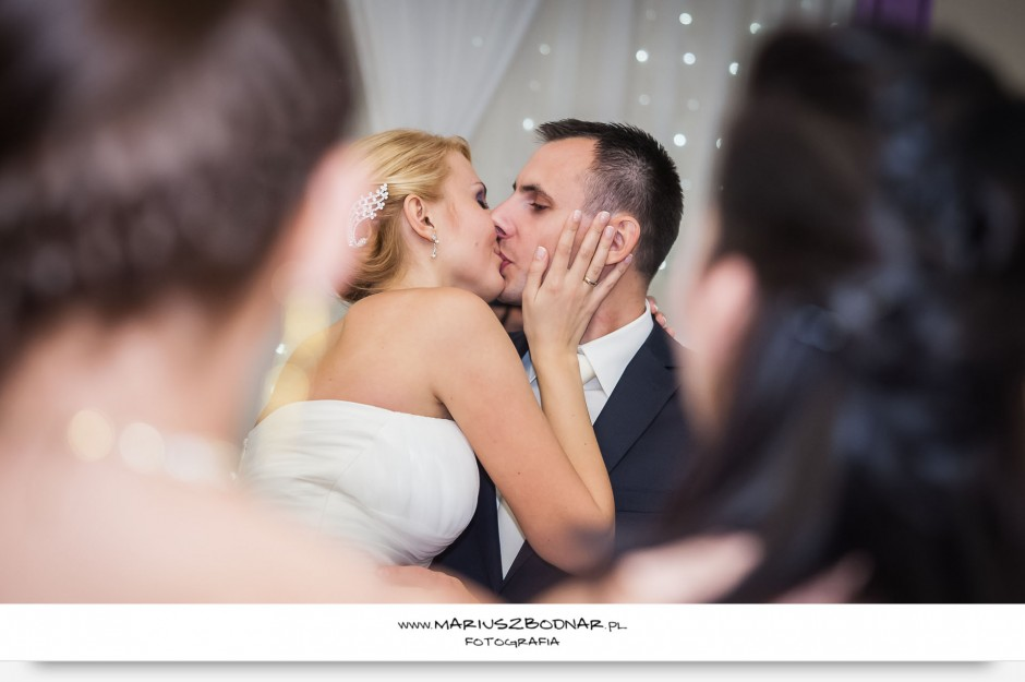 pocałunek na weselu