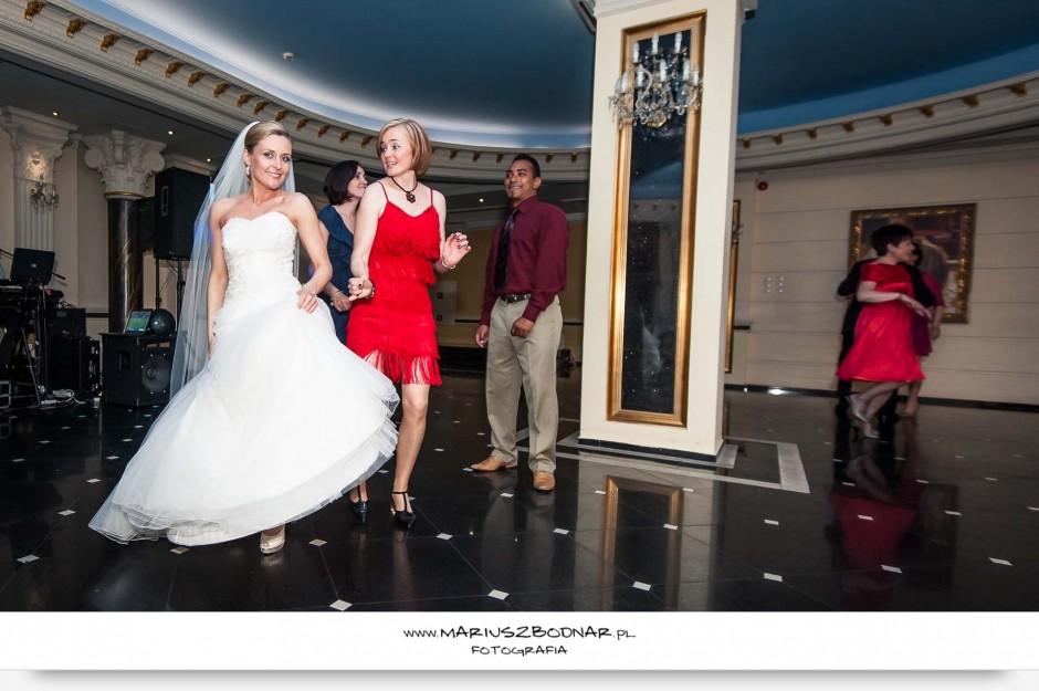 zdjęcia ślubne warszawa podczas wesela