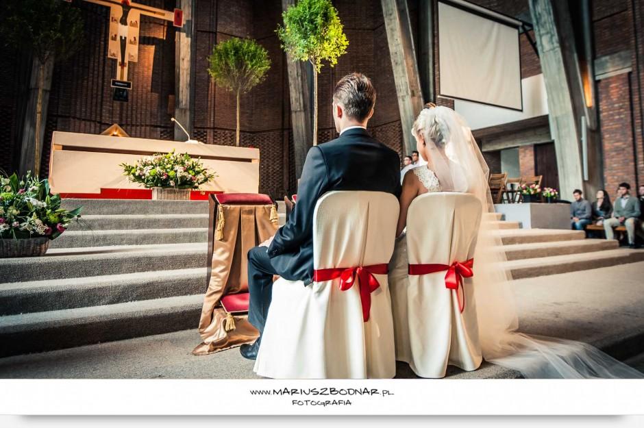 zdjęcie ślubne w Kościele