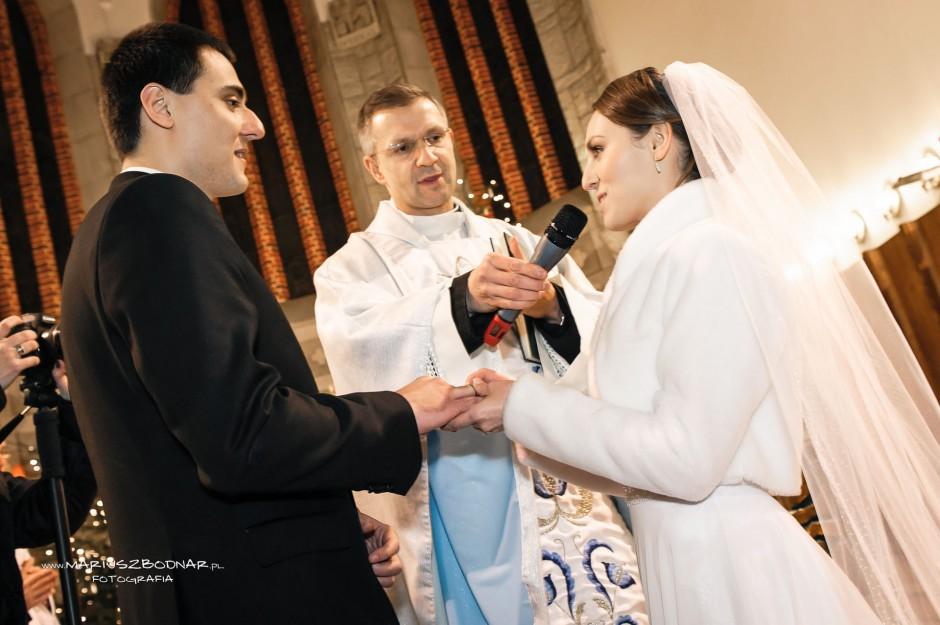 zdjęcia ślubne w kościele