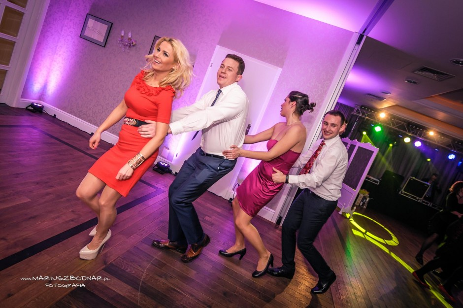 wspólna zabawa na weselu
