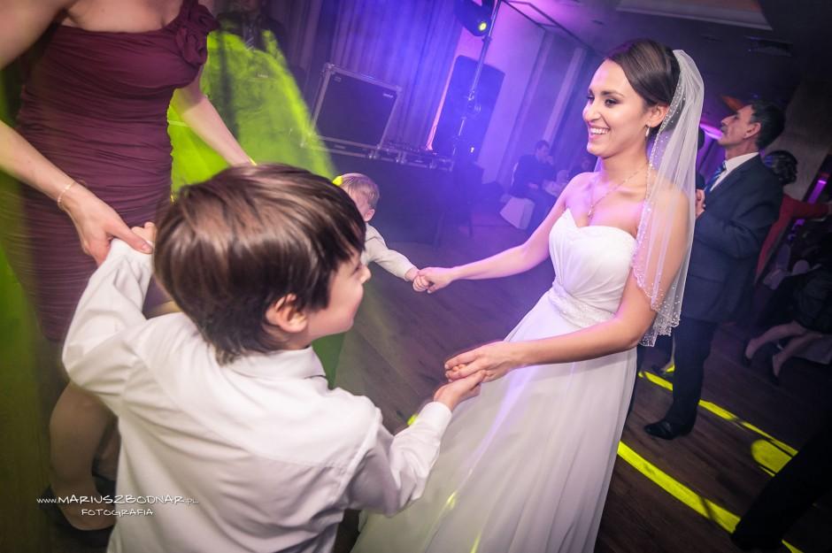 panna młoda na weselu